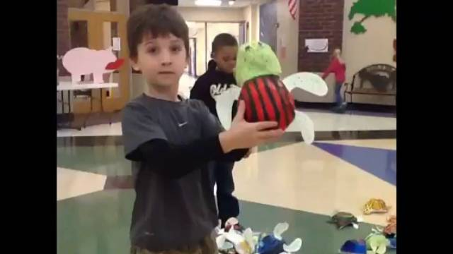 Play Video: Sea Turtle Sculpture Show by Grade 3